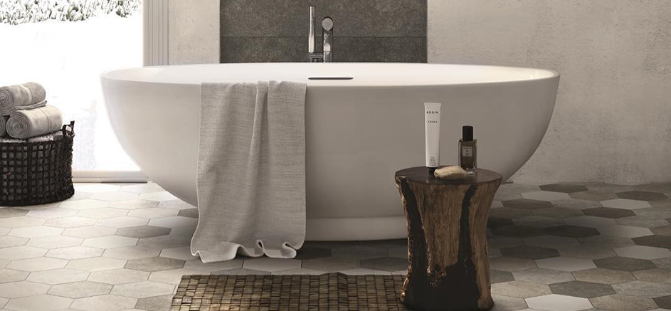 La baignoire îlot est la star de votre salle de bain design